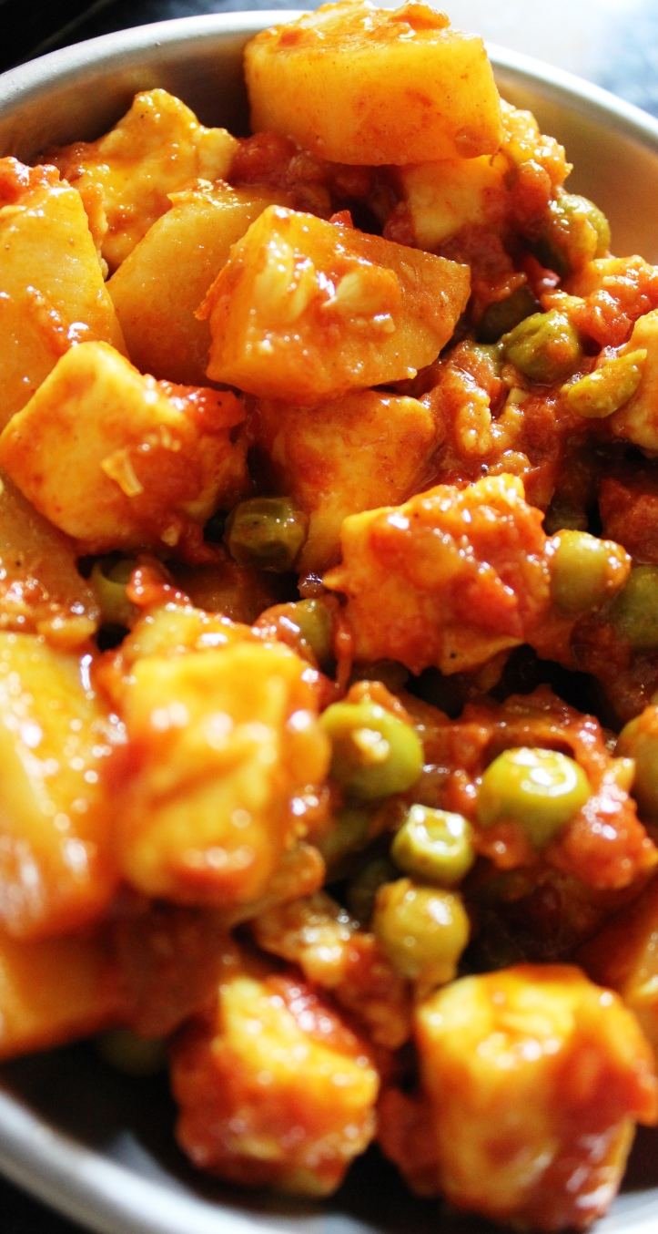 VEGETARIAN FOOD: Paneer Potato Peas (Bhaji) - Recipe in masalahealth.com
