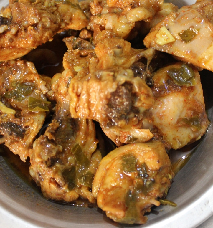 CHICKEN GRAVY: Garlic CHICKEN - Recipe in masalahealth.com