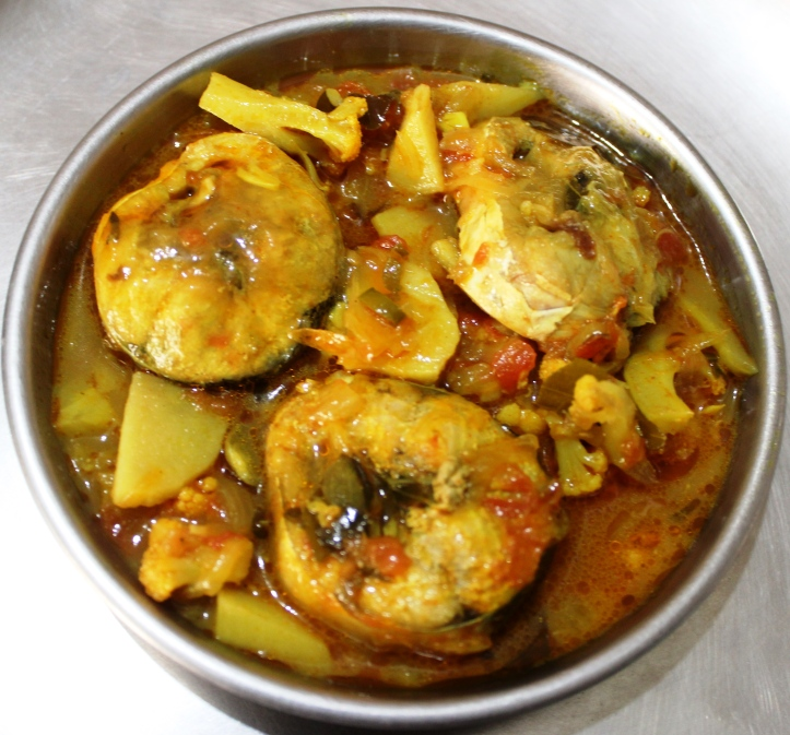 DELICIOUS FISH CURRY: 'Ghol or Jewfish' in Vegetable Gravy - Recipe in masalahealth.com