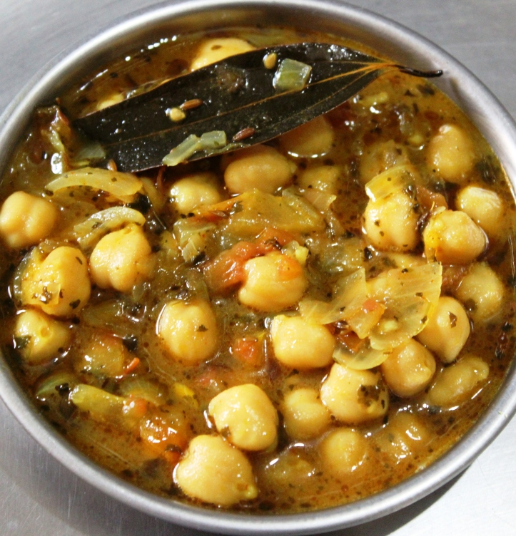Chickpeas or Garbanzo Beans: The Recipe of Fresh-Spicy Chickpea Curry in masalahealth.com