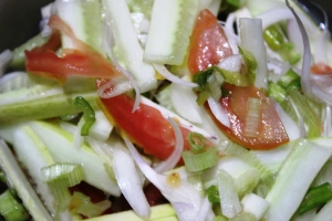 Raw Vegetable Salad of Spring Onions, Cucumber and Tomato - Recipe in masalahealth.com